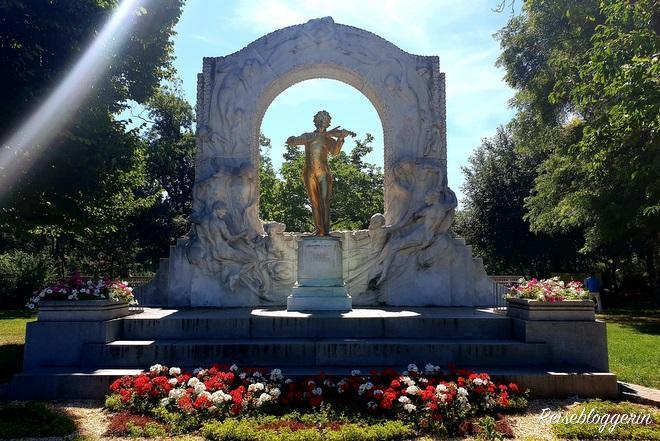 Strauss Denkmal im Stadtpark