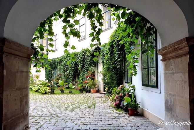 Der Hof des Deutschordenshaus in der Singerstraße