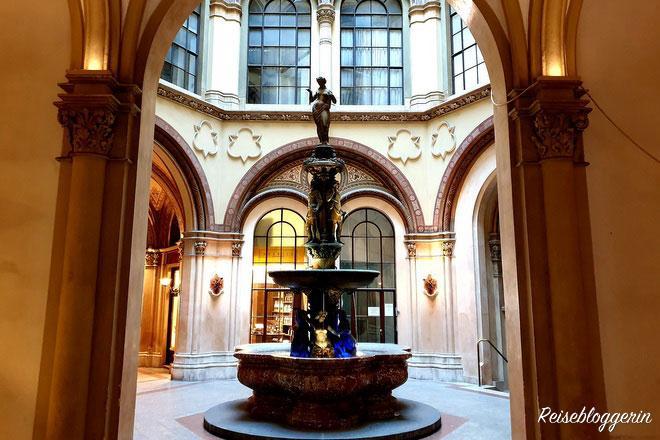 Donaunixenbrunnen im Palais Ferstel