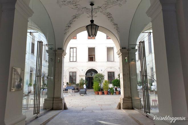 Innenhof des Palais Harrach