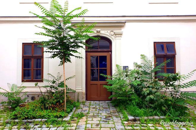 Der grüne Innenhof vom Schubert Sterbehaus