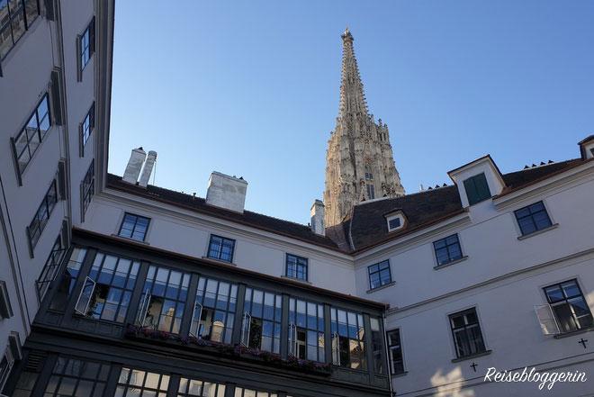 Wiener Innenhöfe mit Blick auf den Stephansdom