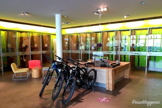 Die Sportboxen und der Fahrradverleih