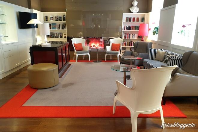 Bibliothek und Lounge im Hotel Harmonie