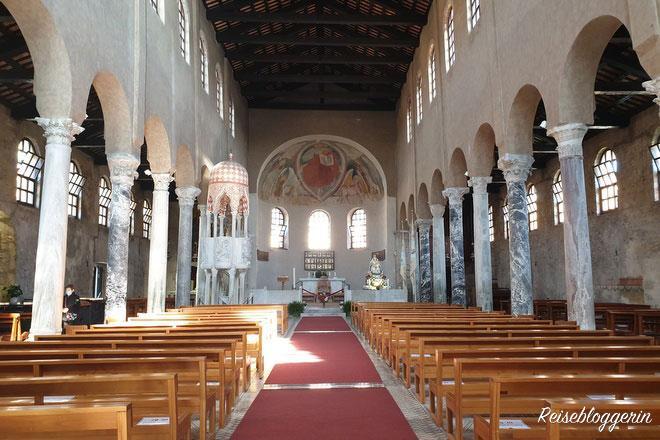 Im Inneren der Kirche Sant'Eufemia
