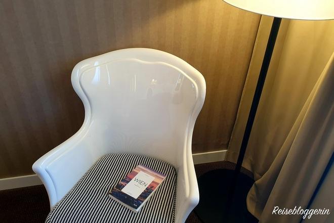 Lesesessel im Hotel Harmonie