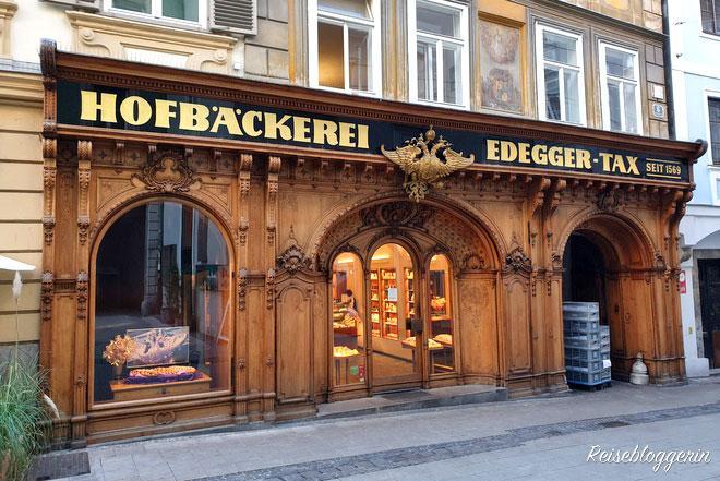 Die Hofbäckerei Edegger-Tax hat eine einzigartige Holzfassade