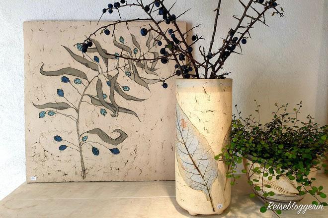 Die Keramikerin Nikola Jakadofsky stellt ihre Produkte im MÜK aus