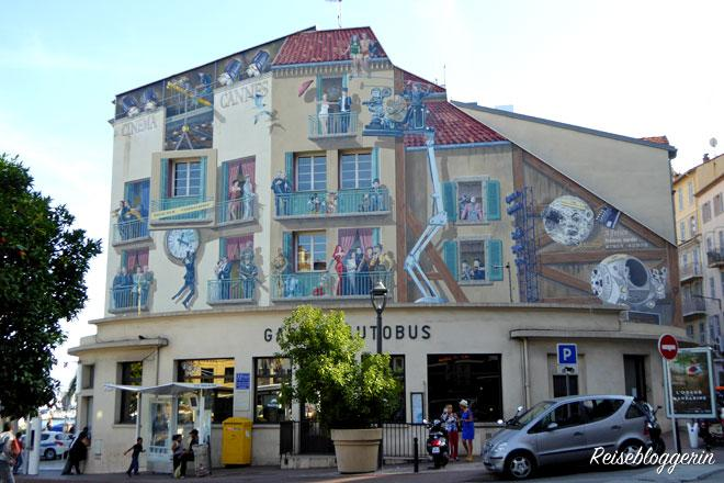 Mural mit berühmten Figuren aus dem Kino