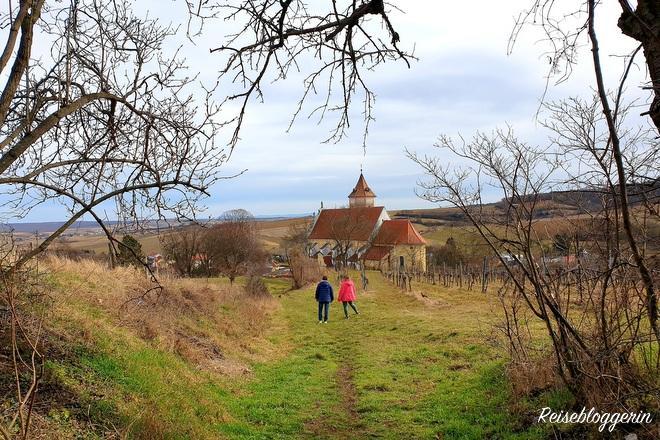 Die Kirche von Falkenstein kommt in Sicht
