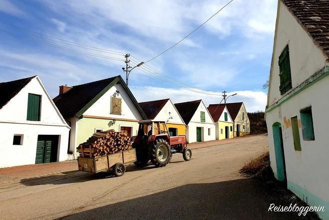 Traktor und Presshäuser