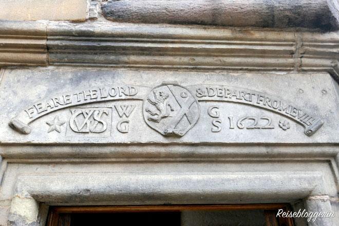 Schriftzug über dem Writers Museum Edinburgh