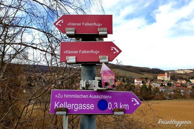 Wegweiser zu den Wanderwegen in Falkenstein