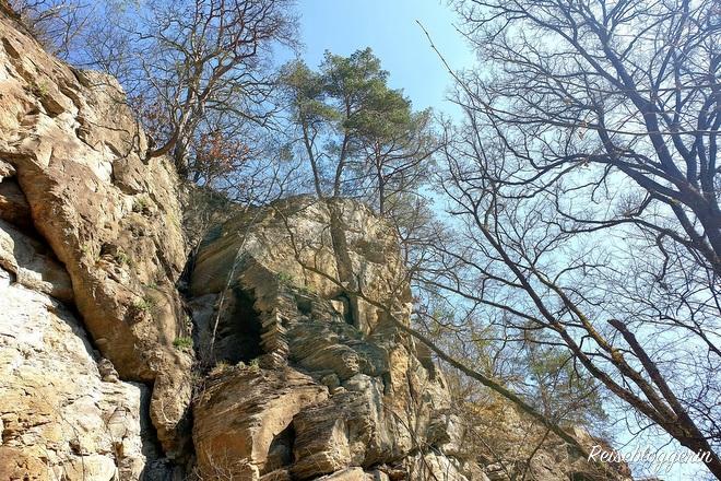 Einsiedlerwohnung in der Steinmauer