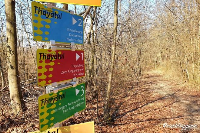 Beschriftung der Wanderwege im Nationalpark Thayatal
