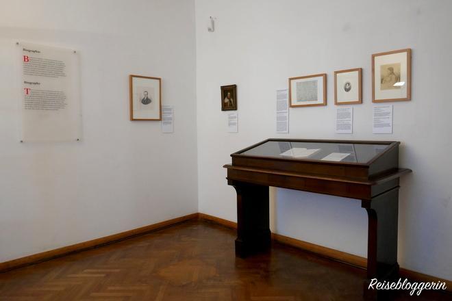Bilder und Vitrinen im Pasqualatihaus Wien