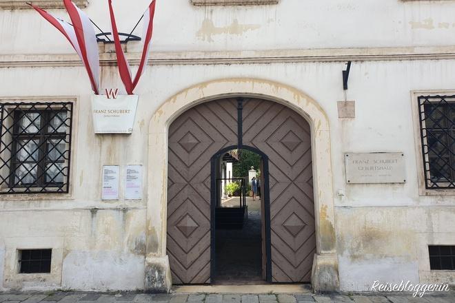 Eingang zu Schuberts Geburtshaus - Musikerwohnungen in Wien