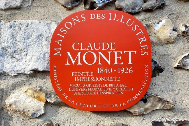rote Plakette am Haus von Claude Monet
