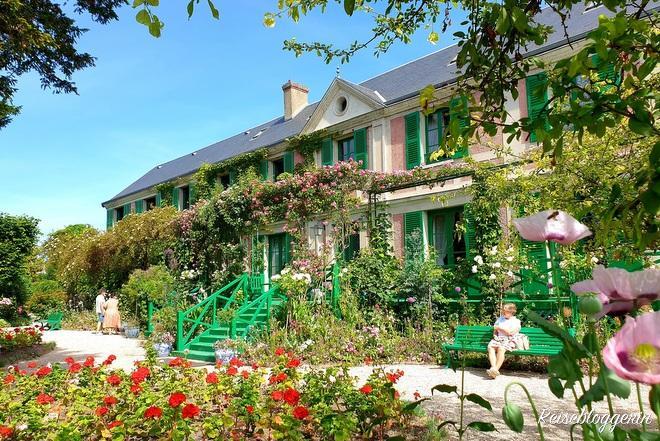 Blick vom Garten auf das Haus von Claude Monet