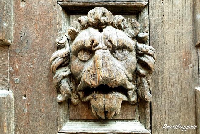 Löwenkopf aus Holz