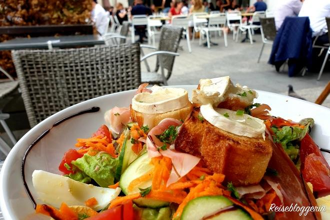 Salat im Restaurant Les Antilles