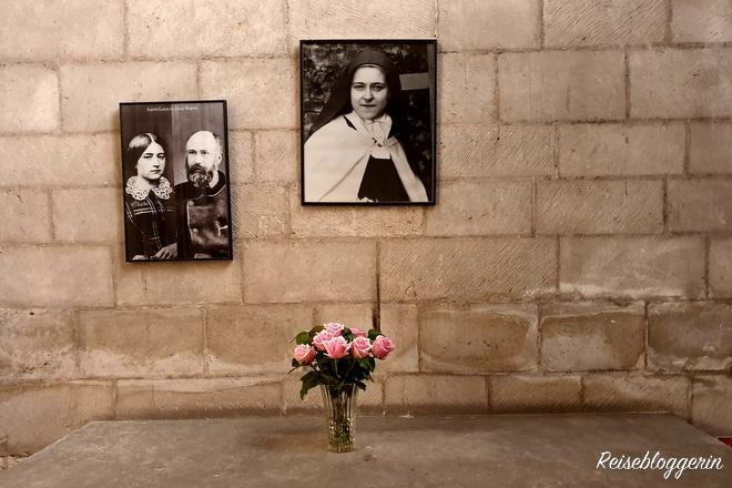 Seitenaltar mit einem Bild von Therese Lisieux