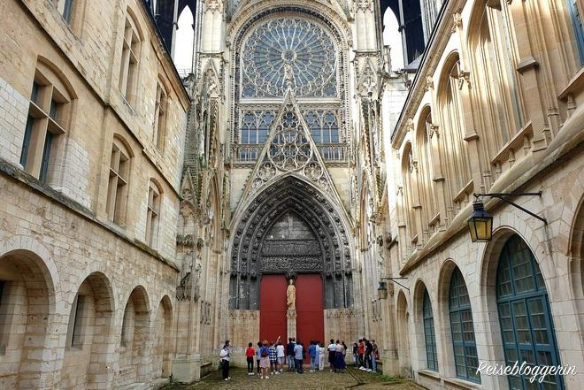 Seiteneingang der Kathedrale