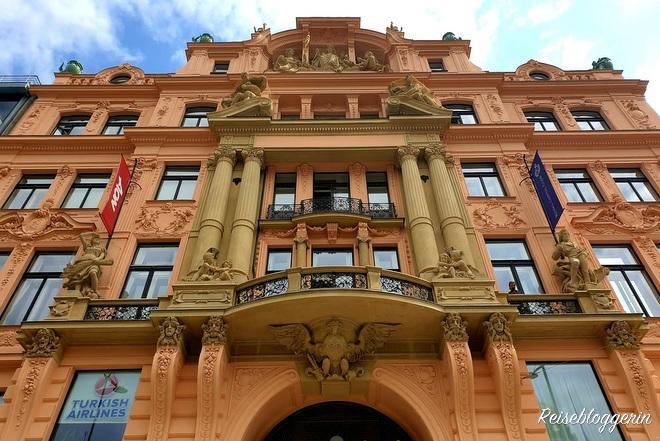 Gebäude der italienischen Versicherungsanstalt