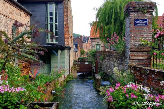 Der kürzeste Fluss in Frankreich fliesst durch Veules-les-Roses