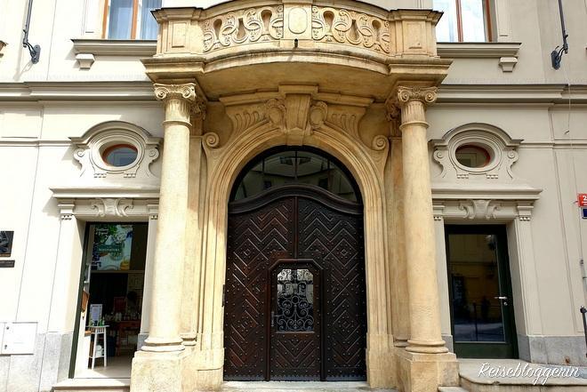 Eingang zum Geburtshaus Franz Kafkas in Prag