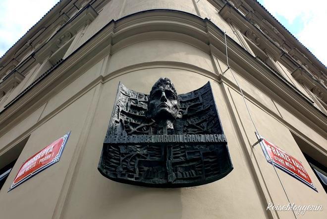 Büste am Geburtshaus Franz Kafkas