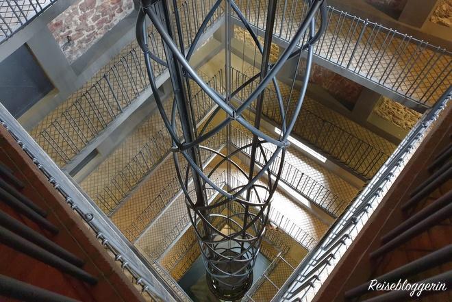 Aufzug vom Rathausturm in Prag