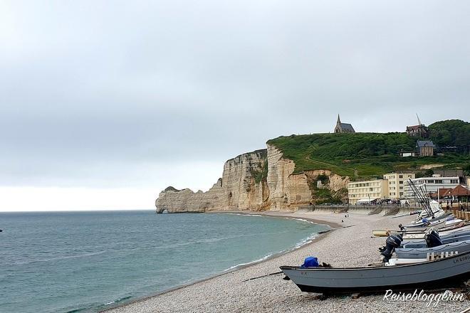 Der Strand mit Booten
